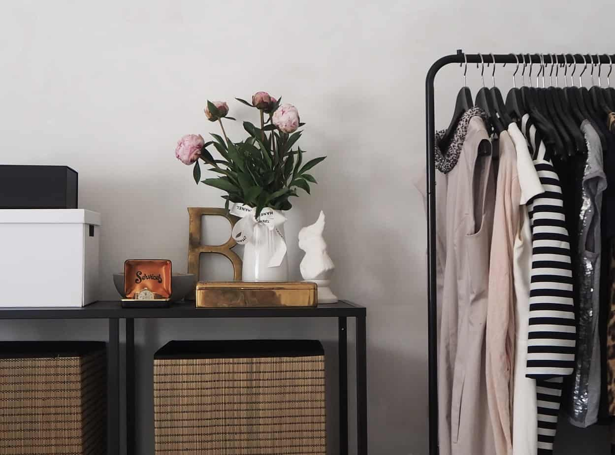 Create a Minimalist Capsule Wardrobe (In 5 Easy Steps!)