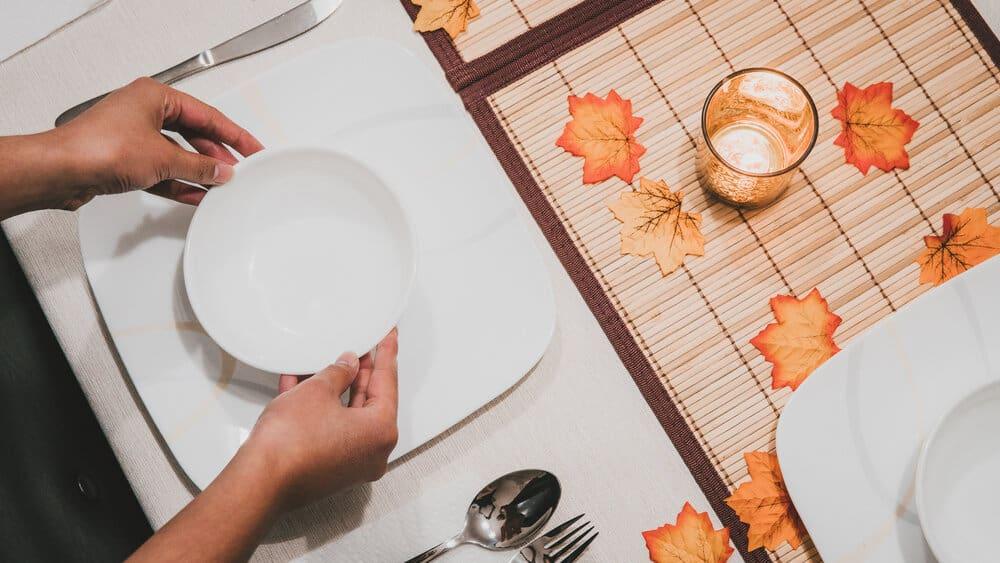 celebrate a minimalist thanksgiving